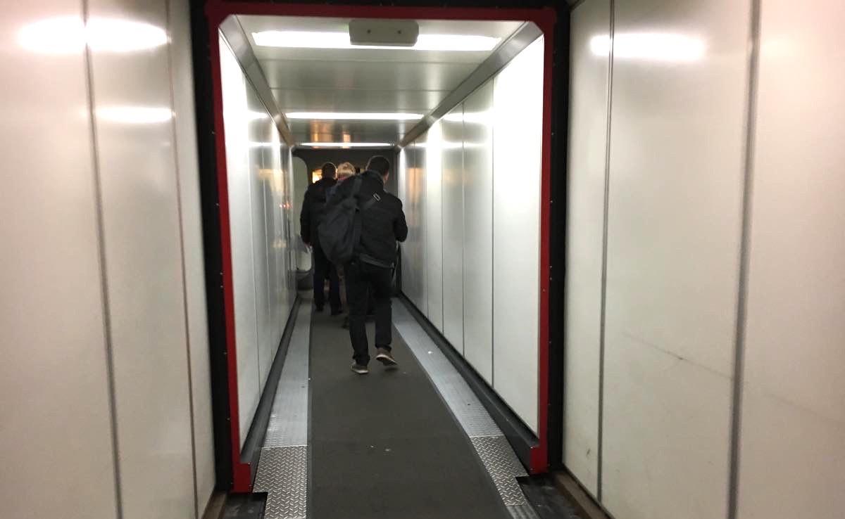 搭乗の通路