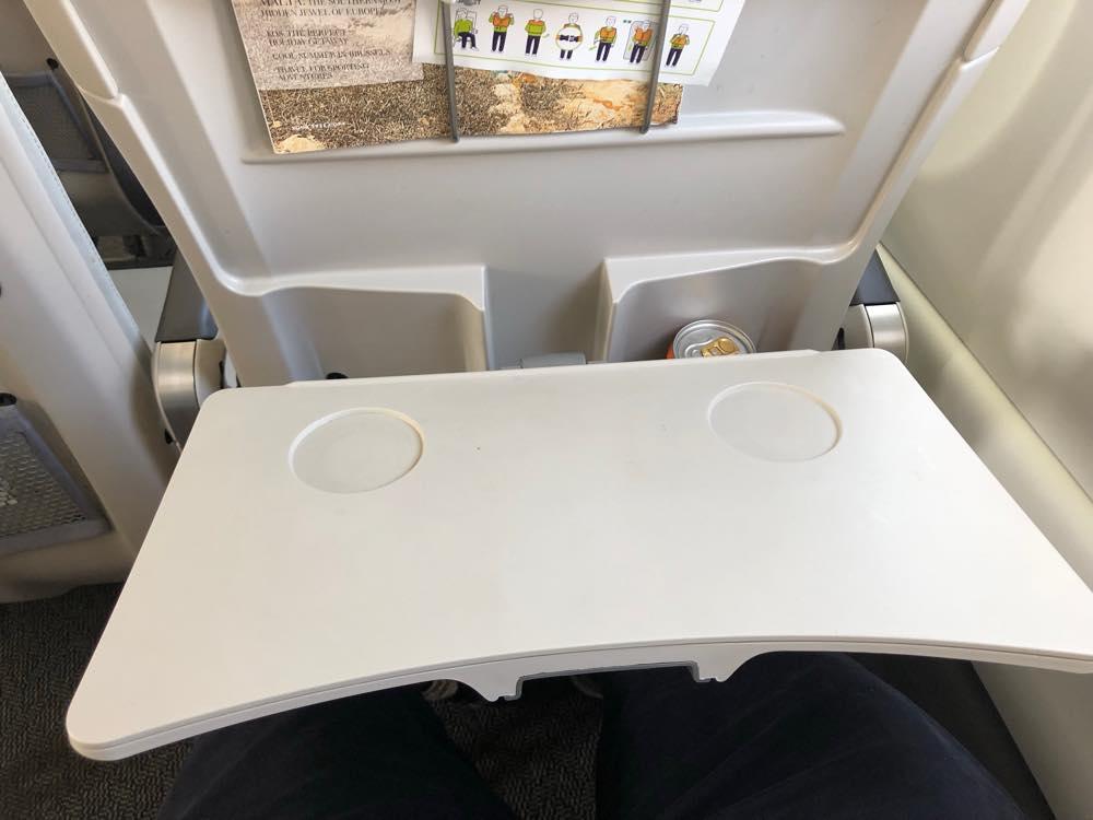 座席にある机