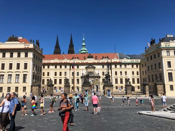 プラハ城の広場