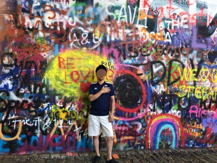 ジョンレノンの壁で撮影
